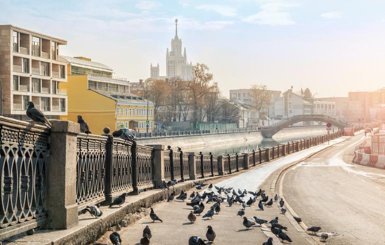 Набережная Водоотводного канала в Москве
