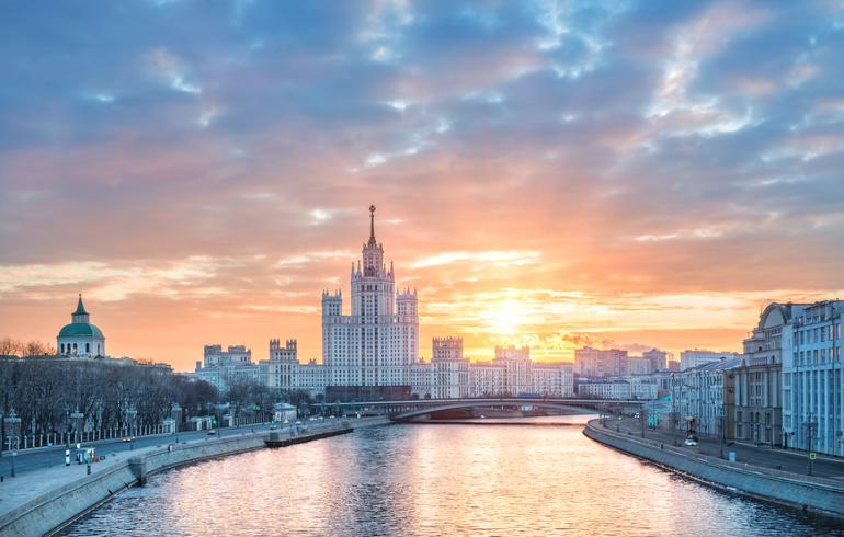 Котельническая набережная в Москве