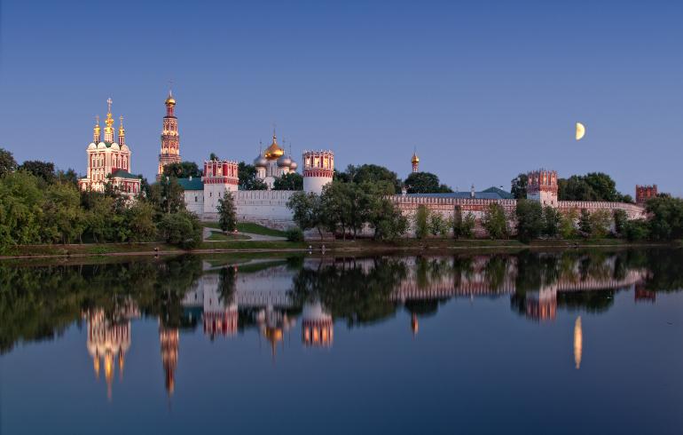 Парк «Новодевичьи пруды» в Москве