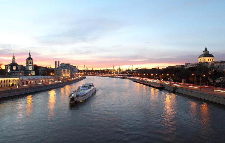 Теплоходная прогулка по центру Москвы от причала «Киевский вокзал»