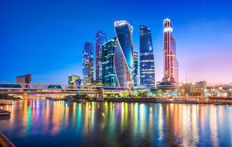 Вечерний круиз по центру Москвы на теплоходе-ресторане