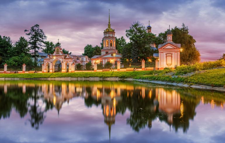 Храм Воздвижения Креста Господня в Алтуфьеве в Москве
