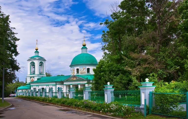 Храм Живоначальной Троицы на Воробьёвых горах в Москве