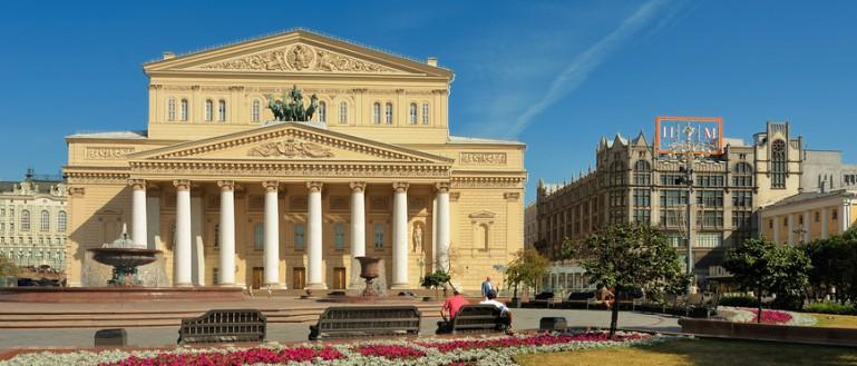 52 места для свадебных прогулок в Москве и Подмосковье. Большой театр