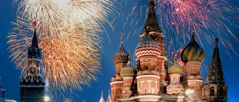 Новогодняя ночь на улицах Москвы с Дедом Морозом