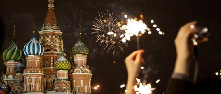 Новогодняя ночь на улицах Москвы с Дедом Морозом и Снегурочкой