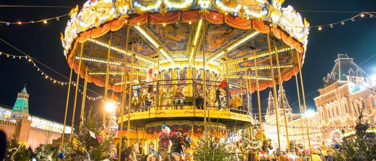 «Поющий» автобус с Дедом Морозом и Снегурочкой: песни о Новом годе
