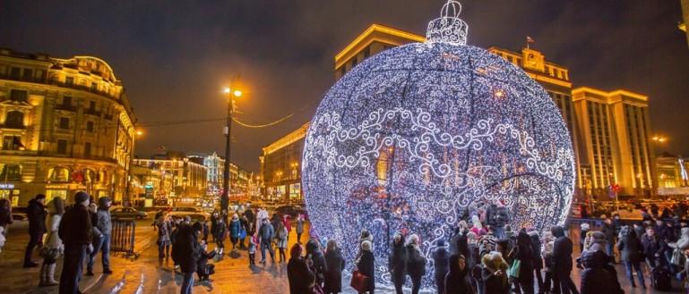 Автобусная экскурсия по Москве в Новогоднюю ночь – «Поющий автобус: песни о Новом годе»