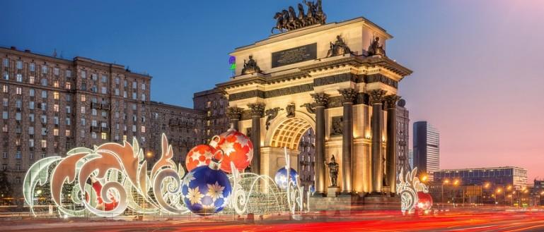 Автобусная экскурсия по новогодней Москве – «Огни новогодней Москвы». Новогодние инсталляции возле Триумфальной арки на Кутузовском проспекте
