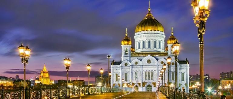 Автобусная экскурсия по новогодней Москве – «Огни новогодней Москвы». Храм Христа Спасителя