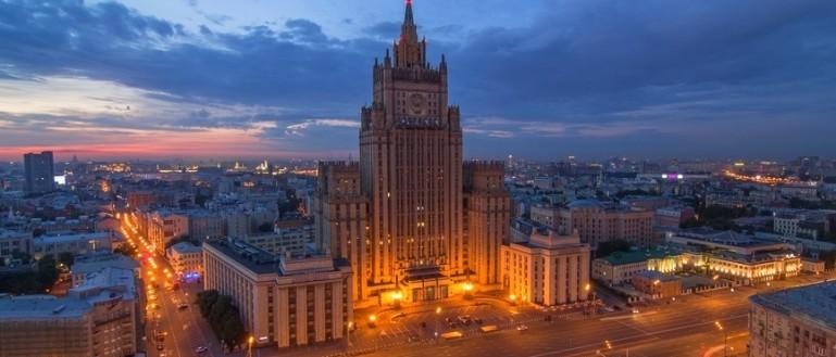 Автобусная экскурсия по сталинским высоткам в Москве. Здание Министерства иностранных дел