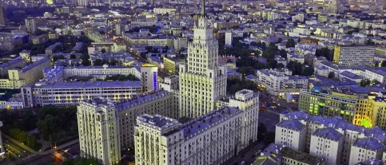 Автобусная экскурсия по сталинским высоткам в Москве. Административно-жилое здание возле «Красных Ворот»