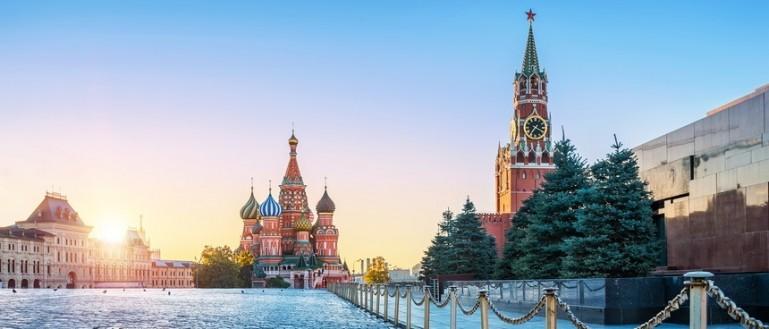 Авторская экскурсия – «Поющий» автобус на улицах Москвы: песни военных лет». Красная площадь