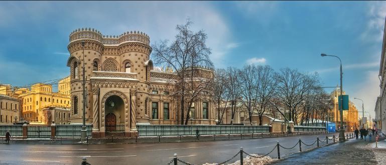 Автобусная экскурсия по необычным домам Москвы – «Архитектурные чудачества Москвы»