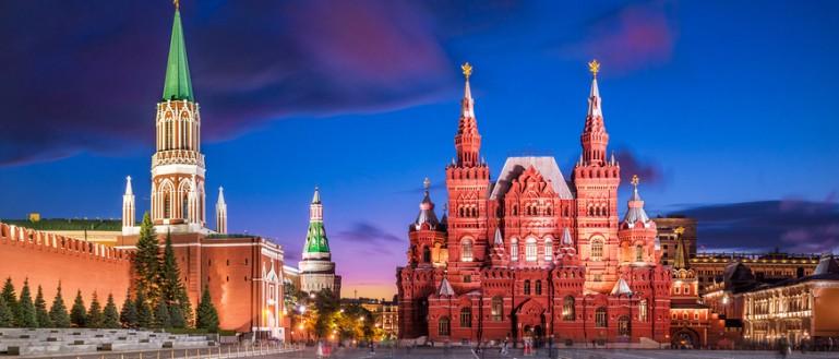 Автобусная экскурсия по ночной Москве – «Огни ночной Москвы». Красная площадь. Башни Кремля и Государственный исторический музей