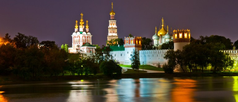 Автобусная экскурсия по ночной Москве – «Огни ночной Москвы». Новодевичий монастырь и Новодевичий пруд