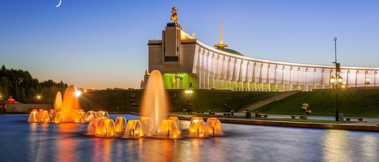 Автобусная экскурсия по ночной Москве – «Огни ночной Москвы». Поклонная гора. Центральный музей Великой Отечественной войны