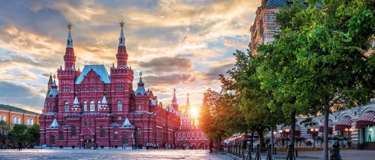 Обзорная экскурсия по Москве на автобусе. Красная площадь. Исторический музей и ГУМ