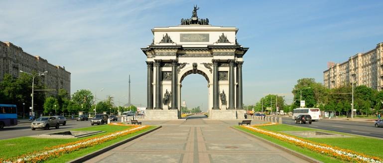 Обзорная экскурсия по Москве на автобусе. Триумфальная арка на Кутузовском проспекте