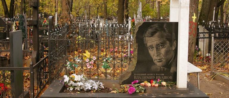 Экскурсия по Ваганьковскому кладбищу в Москве