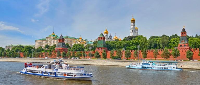 Прогулка на панорамном теплоходе River Lounge по центру Москвы с обедом/ужином на борту