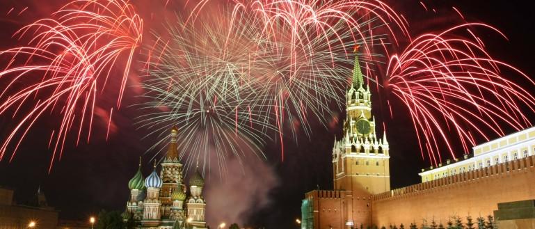 Теплоходная прогулка по центру Москвы с просмотром салюта в День Победы