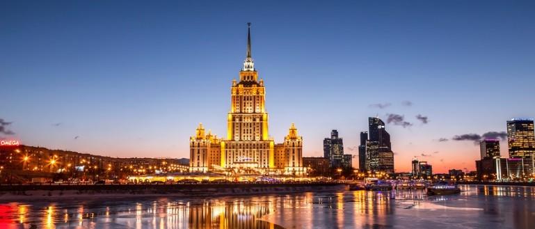 Теплоходная речная прогулка в День города Москвы с просмотром салюта