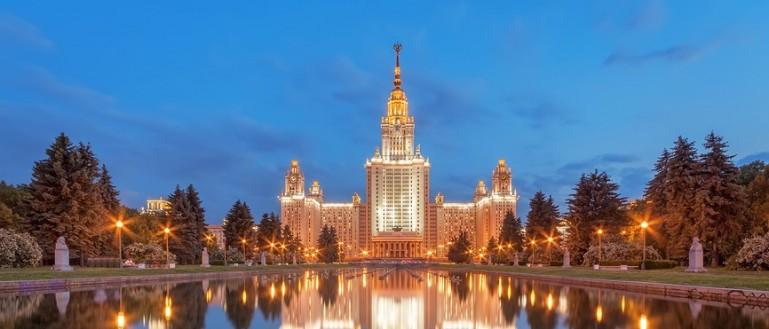 Теплоходная прогулка по Москве–реке в День города с ужином и просмотром салюта